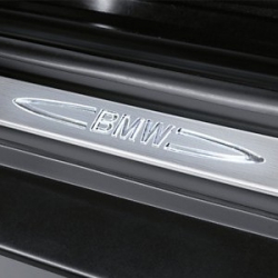 Оригинал BMW К-т доосн.декор.накл.на порог нерж.ст. (51470426783)